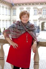 Na téma - Města a obce 2030 - dekáda 2020-2030 ve znamení generační změny vystoupí paní Marie Zezůlková, ředitelka Národního centra energetických úspor