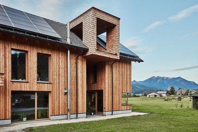 Došková střecha v moderní dřevostavbě